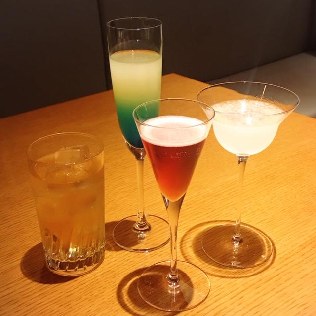 2人分4種類のカクテルとノンアルコールカクテル