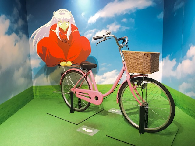 ペダルのない自転車が自立しているのが地味に愉快