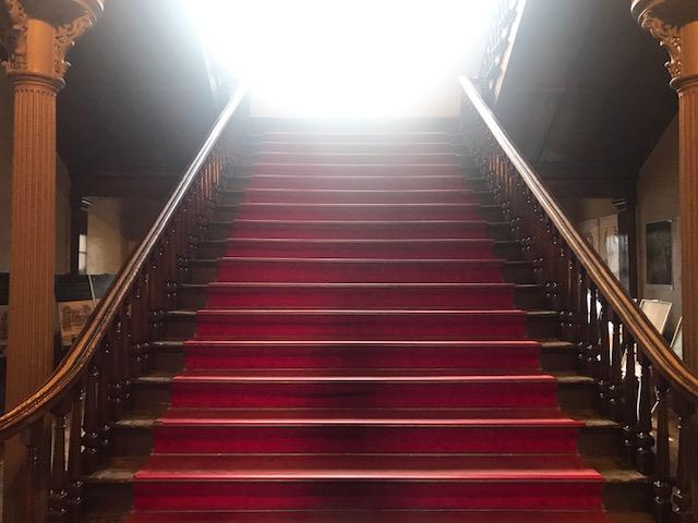 階段落ちできそうな大階段