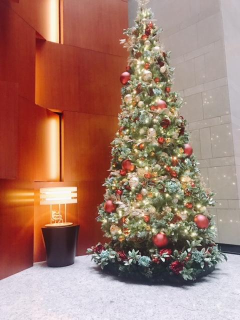 ホテルメトロポリタン丸の内 ロビーのクリスマスツリー