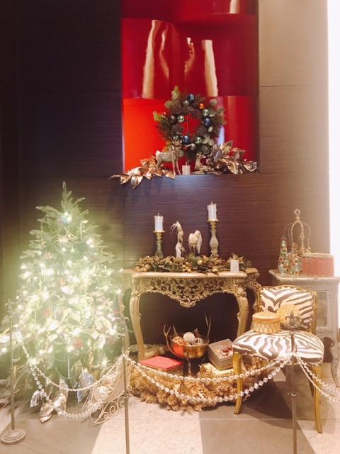 エレベーターホール前からクリスマスの装い