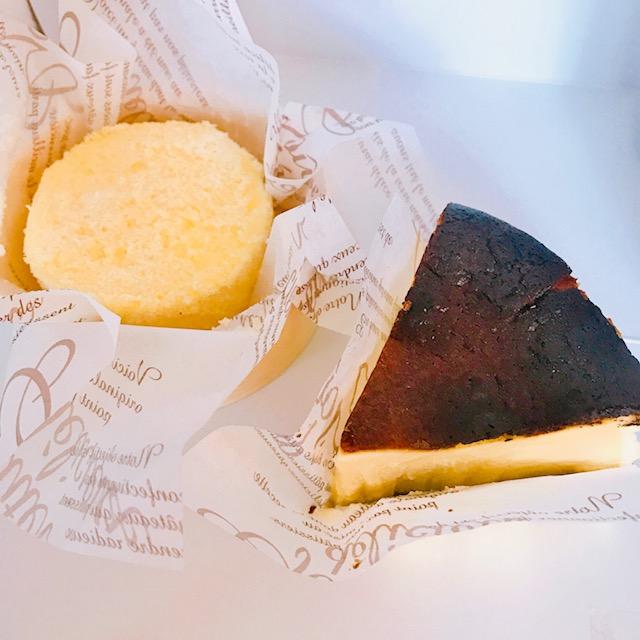 お部屋で食べる用に2種類のチーズケーキも購入
