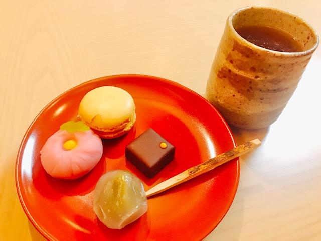 ラウンジ「桜彩」の生菓子やマカロンなど