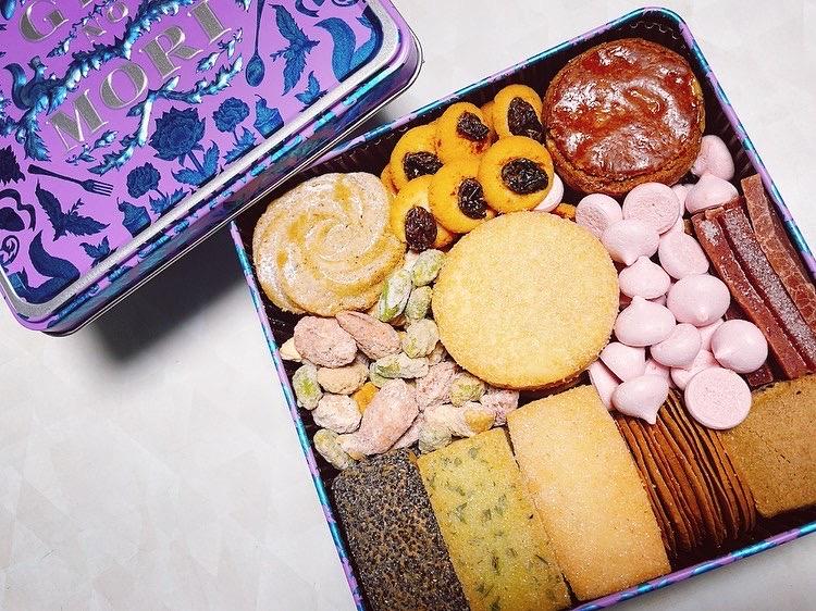 プティボワ ラベンダー缶のクッキーたち