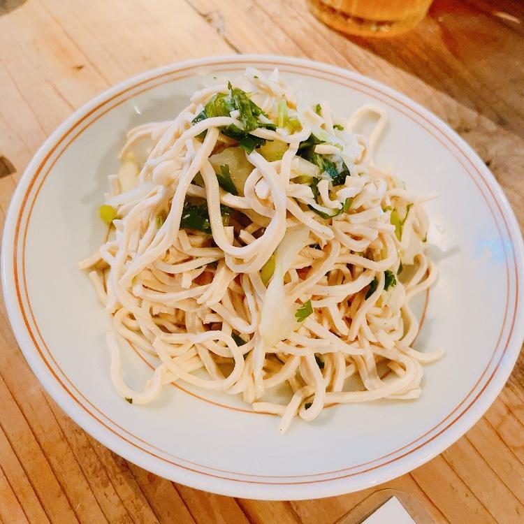 白山「鶯嶁荘 also」干し豆腐のセロリとパクチー和え