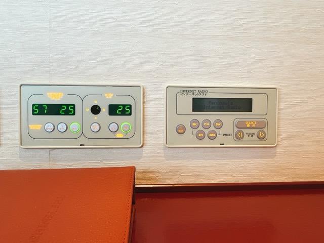 ザ・ペニンシュラ東京 デラックスツイン:空調と温度計