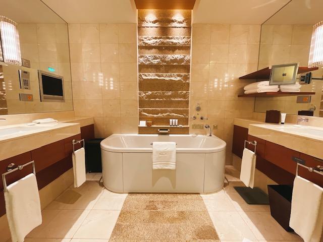 ザ・ペニンシュラ東京 デラックスツイン:バスルーム