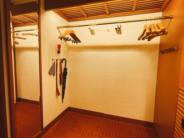 ザ・ペニンシュラ東京 デラックスツイン:ハンガー類と姿見