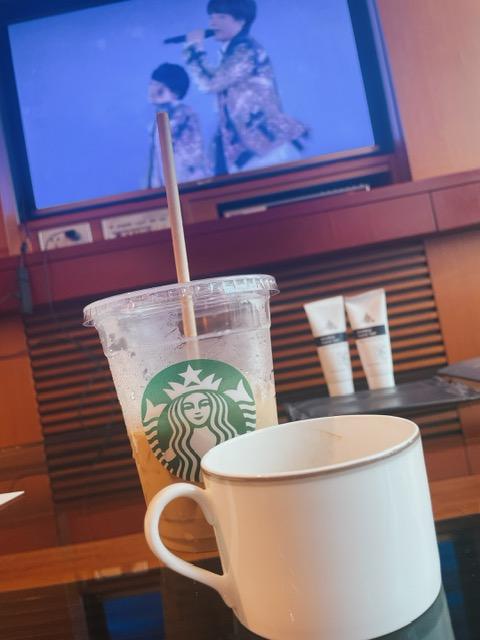 食後のアイスチャイティーラテとお部屋のコーヒー