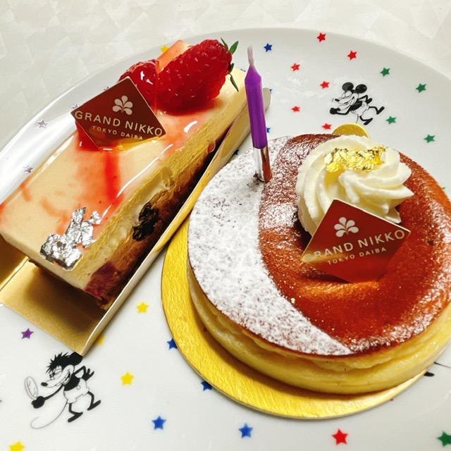 「Bakery & Pastry Shop」左:デリス、右:バスクチーズケーキ