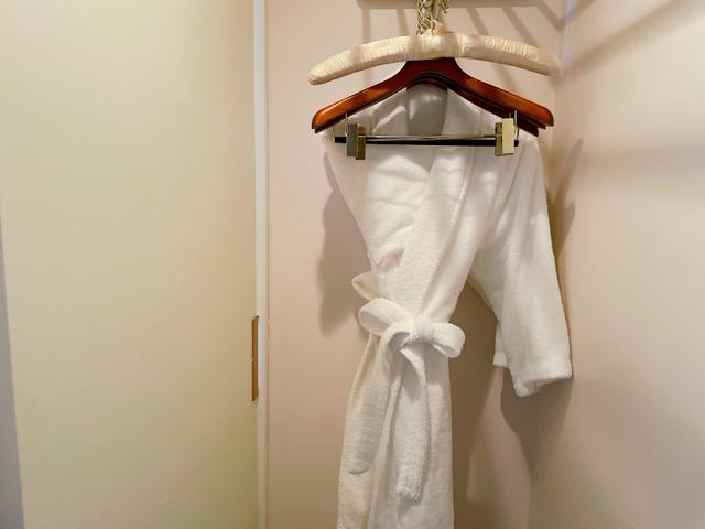 「ザ・プリンスパークタワー東京」プリンススイートルームのバスルーム内にあるクローゼット
