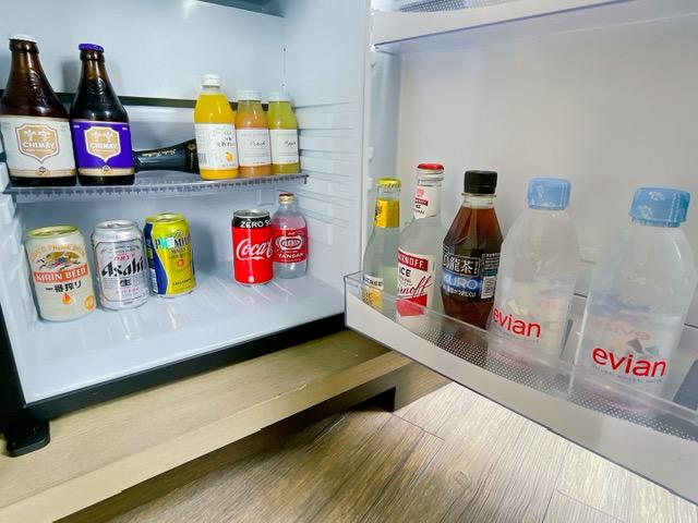 「ザ・プリンスパークタワー東京」プリンススイートルームの冷蔵庫(リビングエリア)