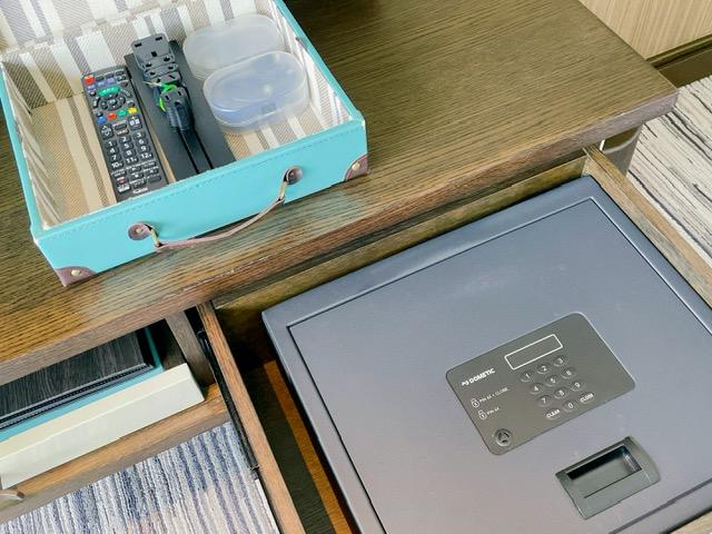 「ザ・プリンスパークタワー東京」プリンススイートルームのベッドルームにあるセキュリティボックス