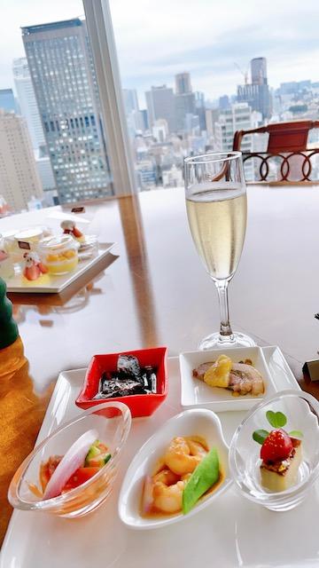 「ザ・プリンスパークタワー東京」レインボーロイヤルスイートルームをラウンジ代わりに