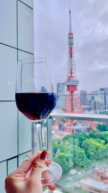「ザ・プリンスパークタワー東京」プレミアムクラブラウンジの赤ワイン