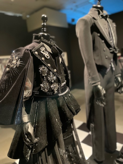 「黒執事展 -Rich Black-」再現衣装の展示①