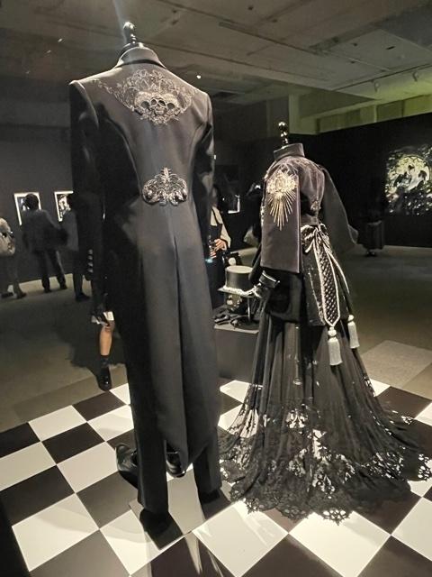 「黒執事展 -Rich Black-」再現衣装の展示②