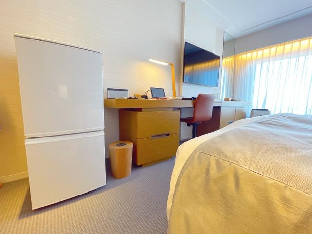 「京王プラザホテル」プレミアグラン・キングに設置された家庭用冷蔵庫