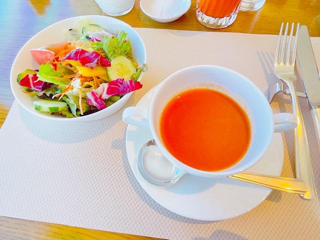 「京王プラザホテル」クラブラウンジでの朝食:サラダとスープ
