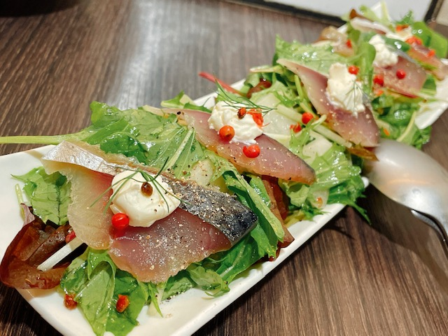 鯖の生ハムと梨のサラダ