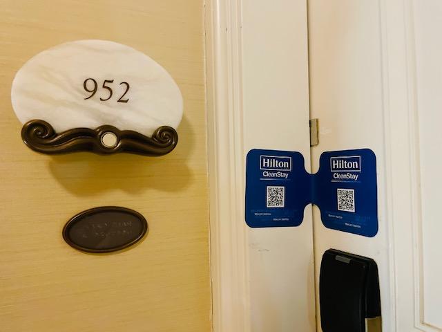「ヒルトン東京お台場」端の非常階段から数えて3部屋目くらいだったヒルトンキングルーム952号室