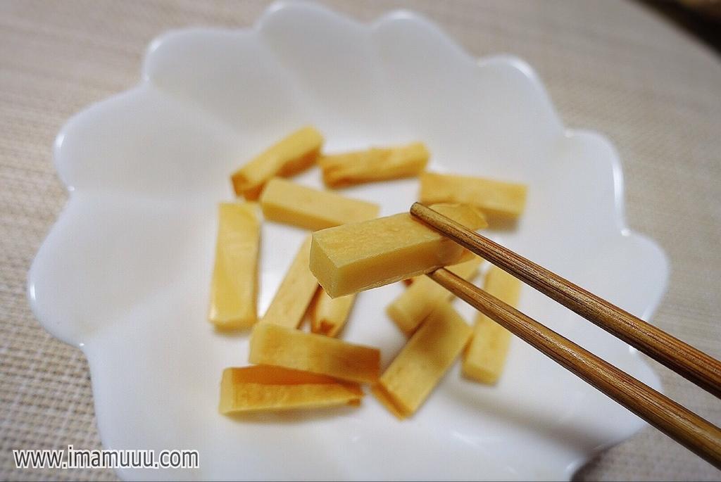 洋酒樽のチップでスモークした燻製チーズ