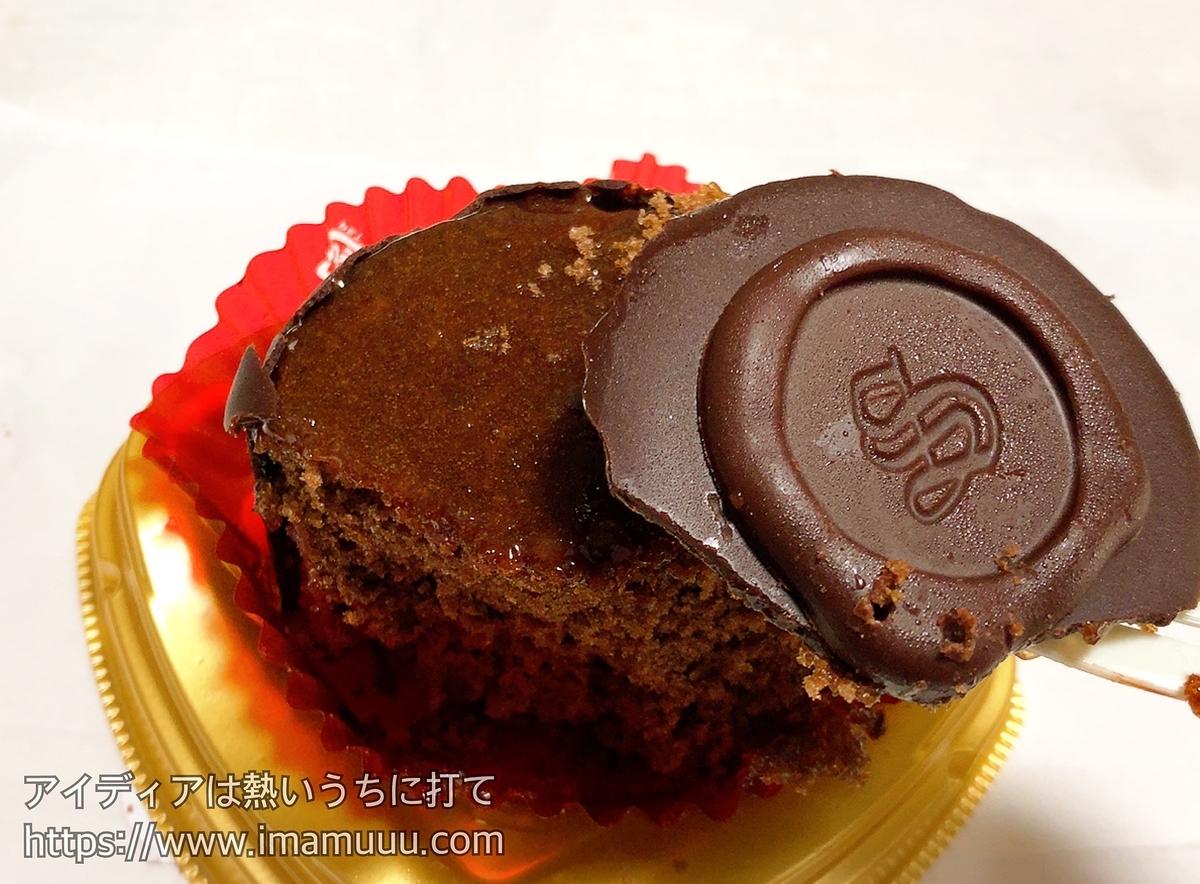 厚みあるチョコレートとあんずジャムが特徴のザッハトルテ