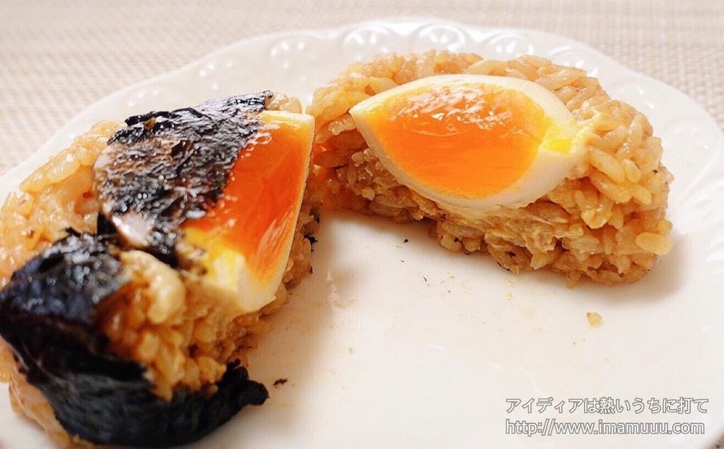 とんこつラーメン御飯と半熟煮玉子を食べる