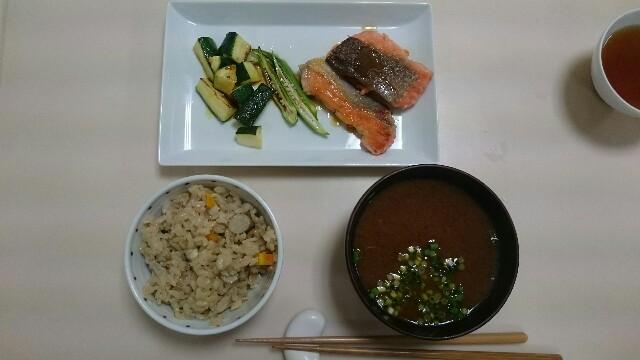 焼き鮭のレモンじょうゆ、炊き込みご飯、なめこと豆腐の味噌汁@ベターホーム