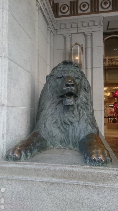 日本橋三越本店のライオン