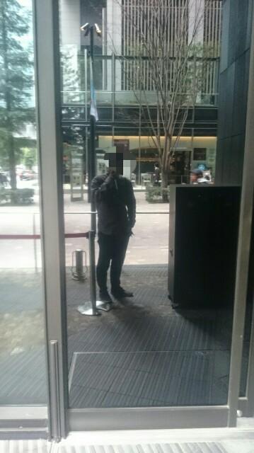 外から店内の様子がわからない港屋2