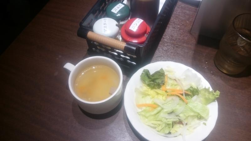 ランチにはスープ、サラダ、ライスがついてくる!