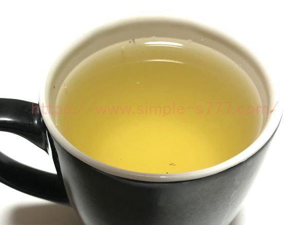 目の細かい取っ手付き茶こしは、茶葉がでてくる量が少ない
