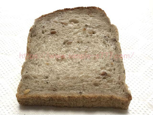 焼く前のパン(クルミ食パン)