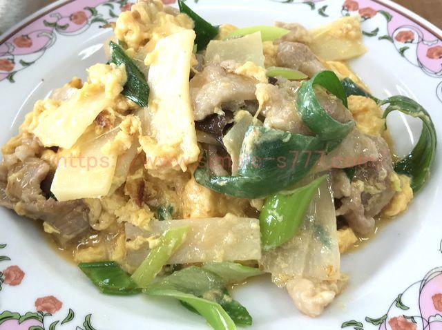 肉と玉子のいりつけは、コクがあり、コショウの味がきいていておいしい