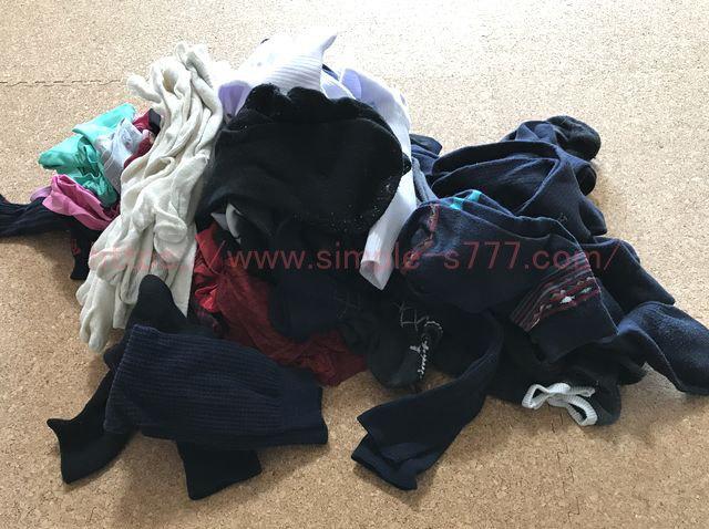 衣装ケースに入っていた靴下とパンツ。すごい量です