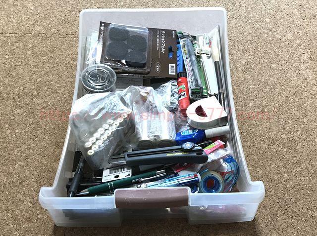 文房具を片付けする前。ゴミがいっぱい入っていました。