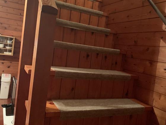 ペンションパパラギ王国アパートメントタイプの室内の階段
