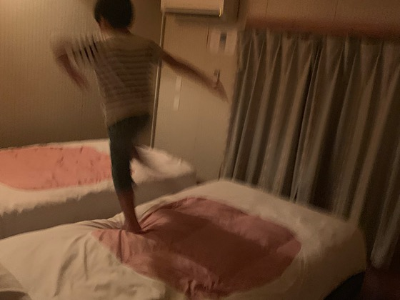 ペンションパパラギ王国アパートメントタイプの宿の2階寝室ベッド
