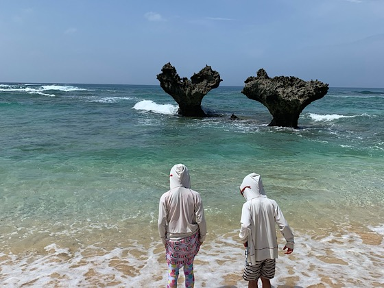 ティーヌ浜ハートロックの波しぶき