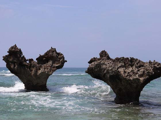ティーヌ浜のハートロックの壮大な景色