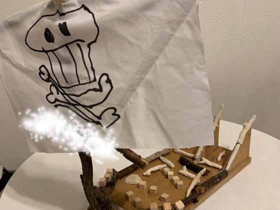 木とサンゴで作った海賊船