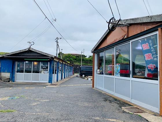 波戸岬駐車場にずらりと並ぶ売店
