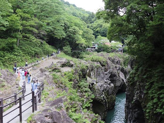 高千穂峡高千穂神社につづく遊歩道
