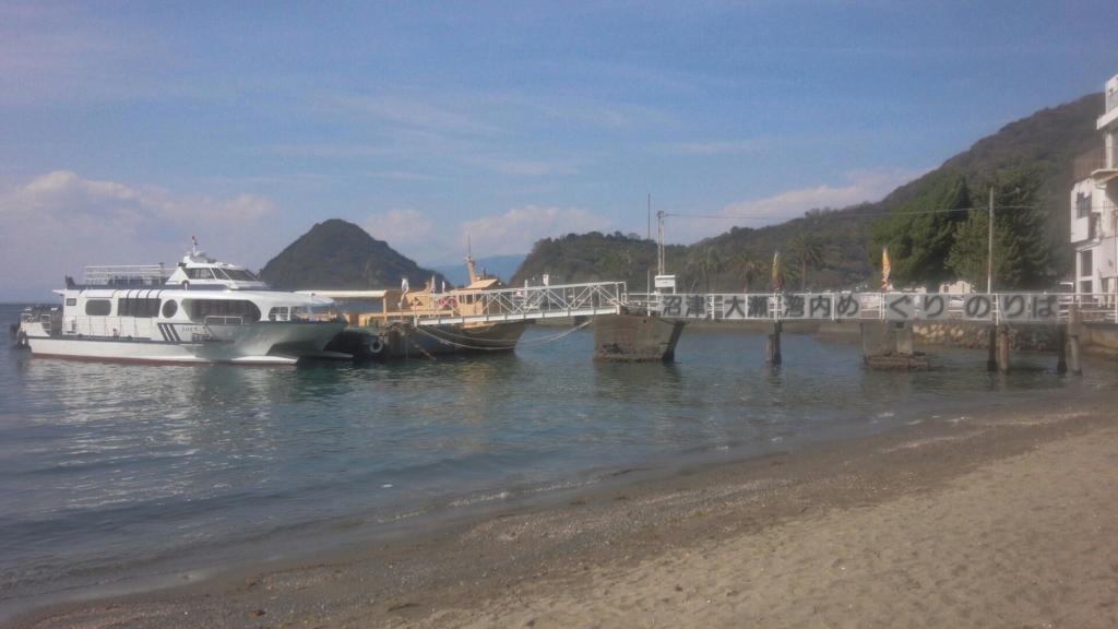 安田屋旅館前の海岸