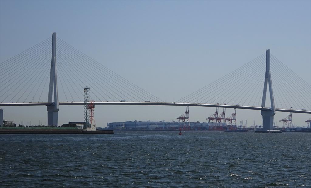 海芝浦駅から望む鶴見つばさ橋