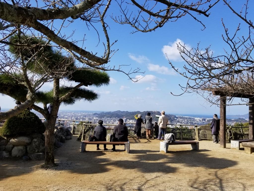 松山城前の広場からの景色