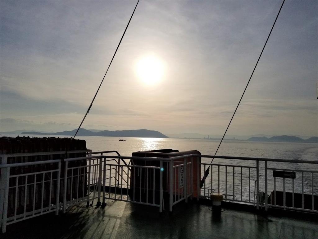 直島行き船のデッキ
