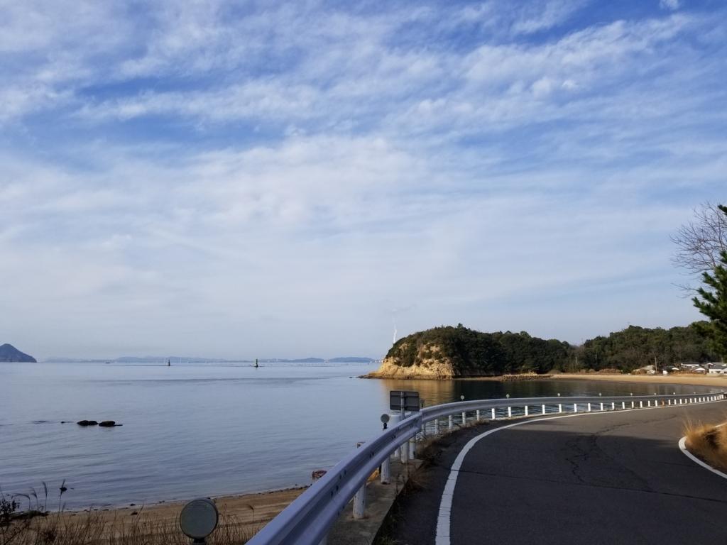 直島の宮浦港から地中美術館への道