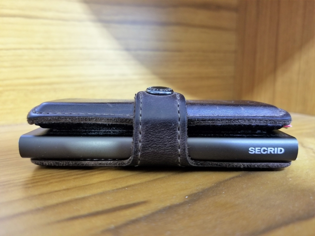 SECRID miniwallet 側面